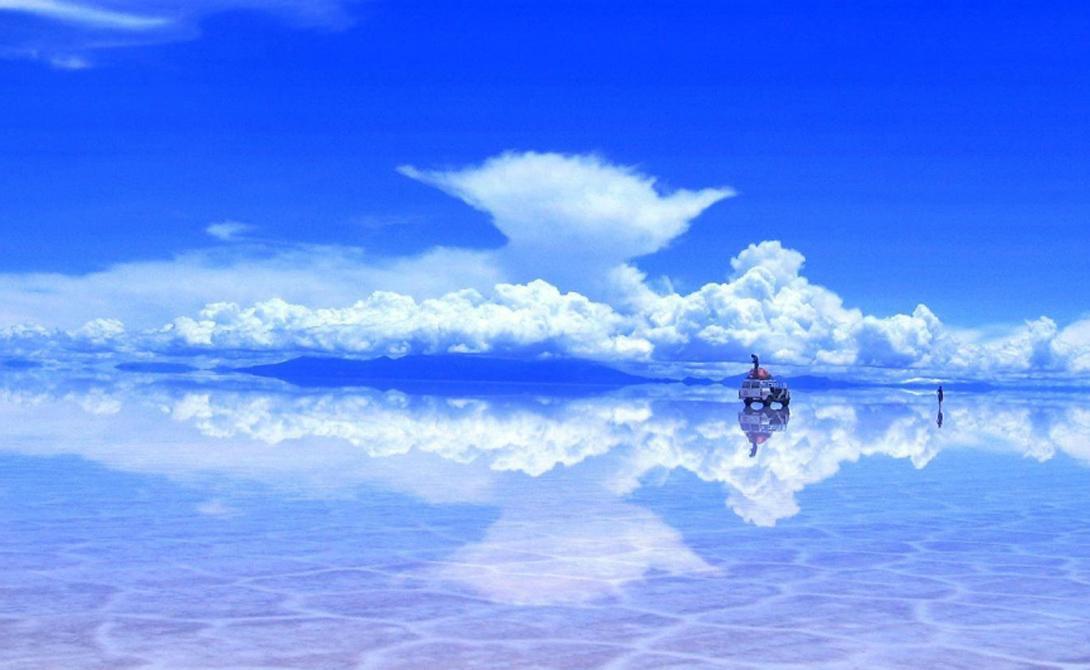 Салар де Уюни Боливия Сорок тысяч лет назад доисторическое озеро Лаго Минчайн полностью высохло. На его месте остался неглубокий, но огромный котлован, полностью состоящий из солевых пластов. Ученые оценивают их среднюю толщину в 15 метров.