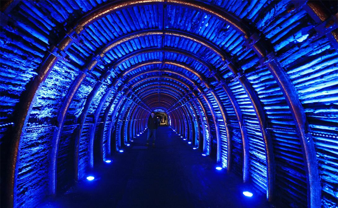 Соляной Собор Сипакиры Колумбия Уникальный Парк соли расположен неподалеку от столицы Колумбии, Боготы. Главной достопримечательностью парка остается Соляной собор, скрытый на двухсотметровой глубине. Стены, внутреннее убранство и декоративные элементы полностью изготовлены из минерала.