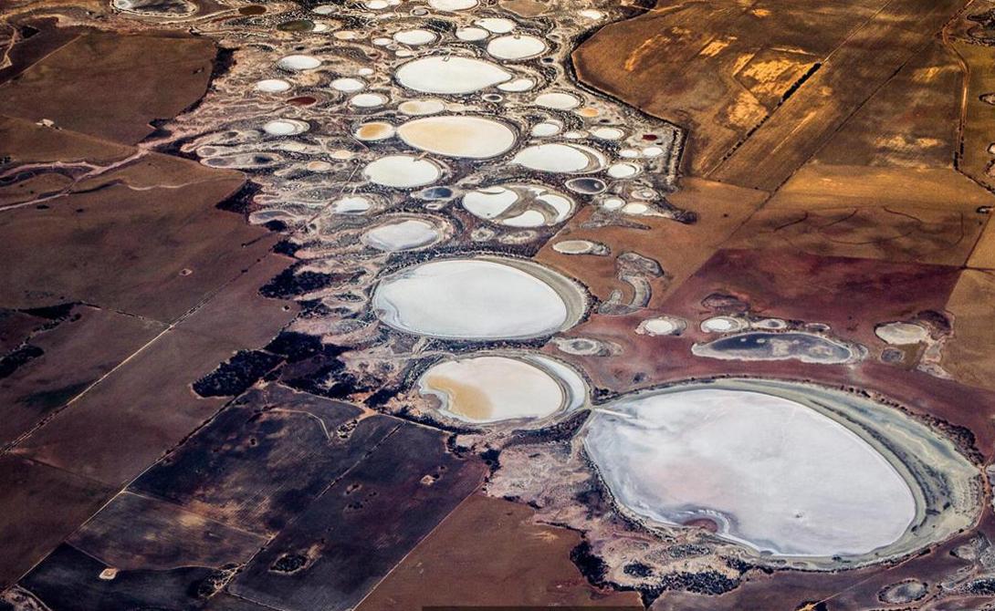 Озеро Эйр Австралия На самом деле, по югу Австралии разбросана целая сеть озер такого рода — Эйр, Торренс, Фроум и Гэйрденер. Страна считается одним из крупнейших в мире экспортеров соли: производится 11 миллионов тонн материала ежегодно. 90% продукта попадает на зарубежные рынки.