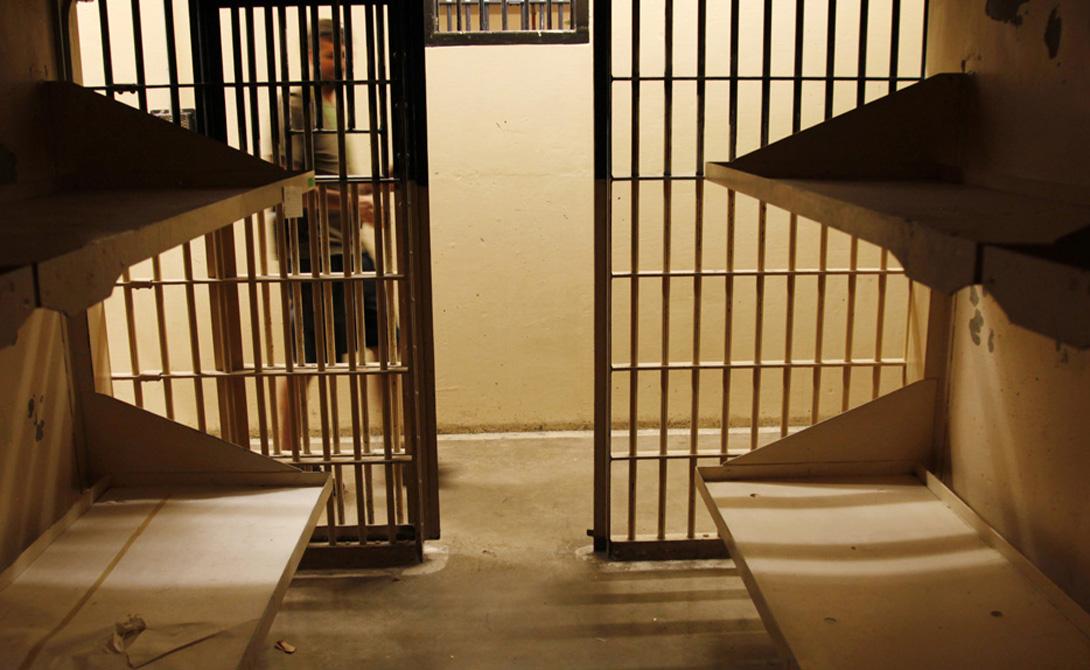Самодостаточность В апреле 1979 года 18-летний Андреас Михавец из Австрии провел в тюремной камере целых 19 дней без воды и пищи. Полицейские просто забыли про него, а врачи были поражены тем, что парень остался жив.