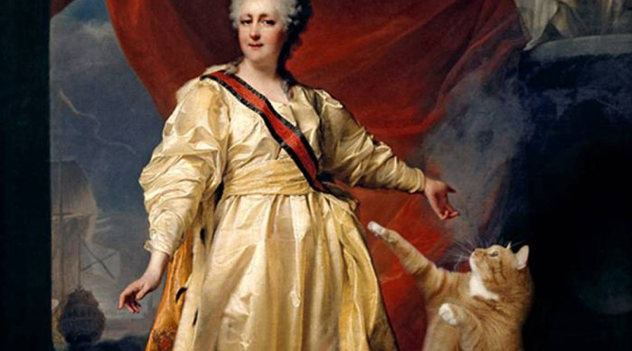 Екатерина Великая Российская императрица не просто любила кошек, она им поклонялась. В правление Екатерины Великой целое крыло Зимнего дворца был отдан на откуп этим животным. Породу «русская голубая» Екатерина вывела собственноручно, а члены британской королевской семьи просто не знали куда деваться от ежемесячных котоподарков.