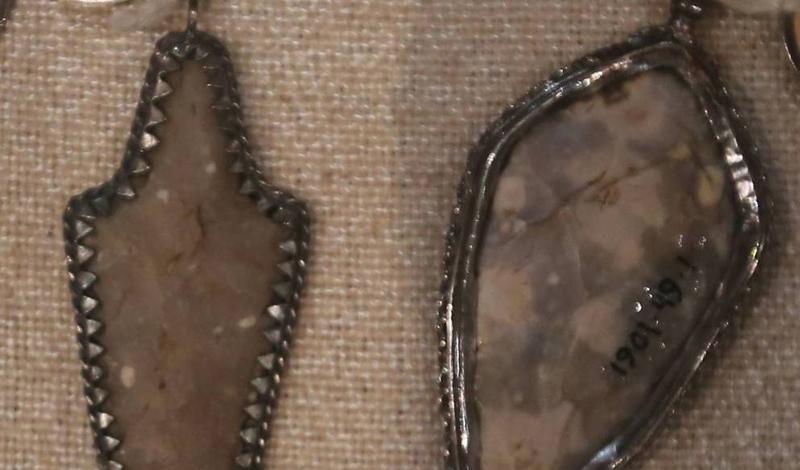 Наконечники стрел Оберег в виде наконечника для стрелы считался надежным способом отвадить дурной глаз. Люди использовали обычные и драгоценные камни, железо и медь для производства таких амулетов. Чтобы отвадить возможное колдовство, нужно было сжать оберег в руке.