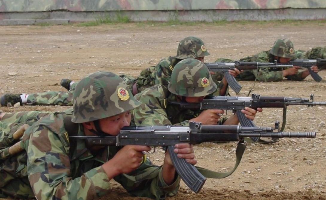 Norinco Китай Никому в точности не известны объемы продаж китайских производителей оружия. Однако, руководствуясь статистическими данными, можно понять, что Китай уже который год остается четвертымв мире крупнейшим экспортером разного типа вооружения. Лидирующим государственным концерном является Norinco, инженеры которого не стесняются копировать и компилировать увиденное на западе оборудование.