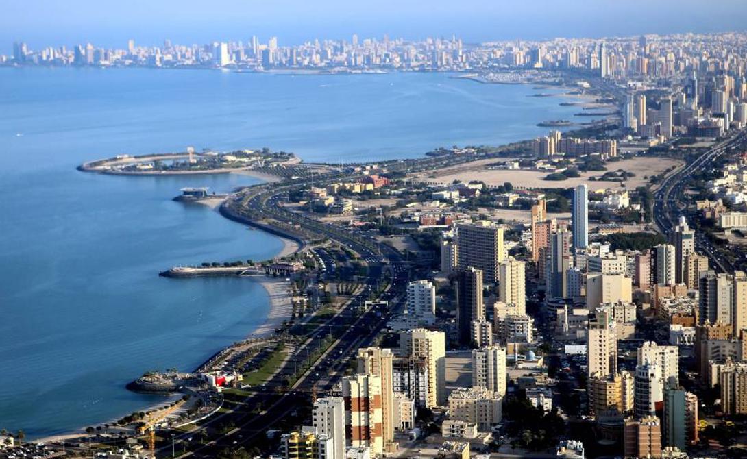 Башня Аль-Хамра Эль-Кувейт, Кувейт 414 м Архитектура башни поражает воображение ассиметричной формой, похожей на развевающиеся одежды. Это самое высокое здание Кувейта и почти самое высокое во всей Азии.