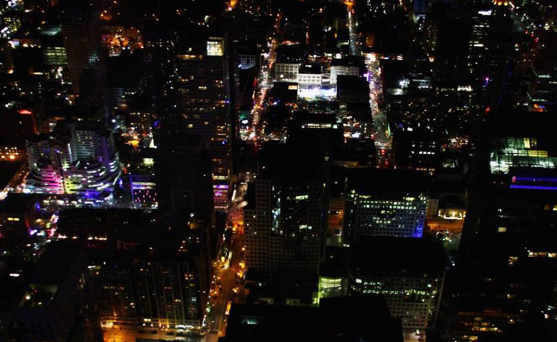 Си-Эн Тауэр Торонто, Канада 553,3 м До 2007 года эта башня оставалась самым высоким сооружением в мире. Си-Эн Тауэр (что расшифровывается как Canada's National) является символом Торонто.