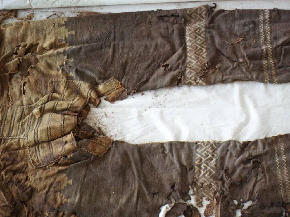 Брюки 3000 лет Брюки, несмотря на почтенный возраст, выглядят довольно стильно. Сам типаж подобной одежды развивался сугубо из практических соображений: всадникам требовалась защита ног.