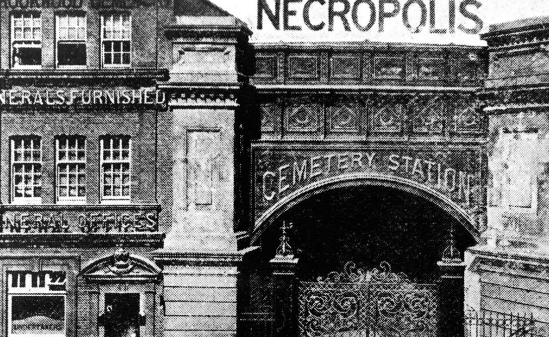 Поезд в потусторонний мир Первую станцию London Necropolis Railway построили в 1854 году. На пике развития с 1894 по 1903 года поезд перевозил более двух тысяч тел в год. Это была самая странная железная дорога в мире, проект которой подразумевал и создание специального кладбища.