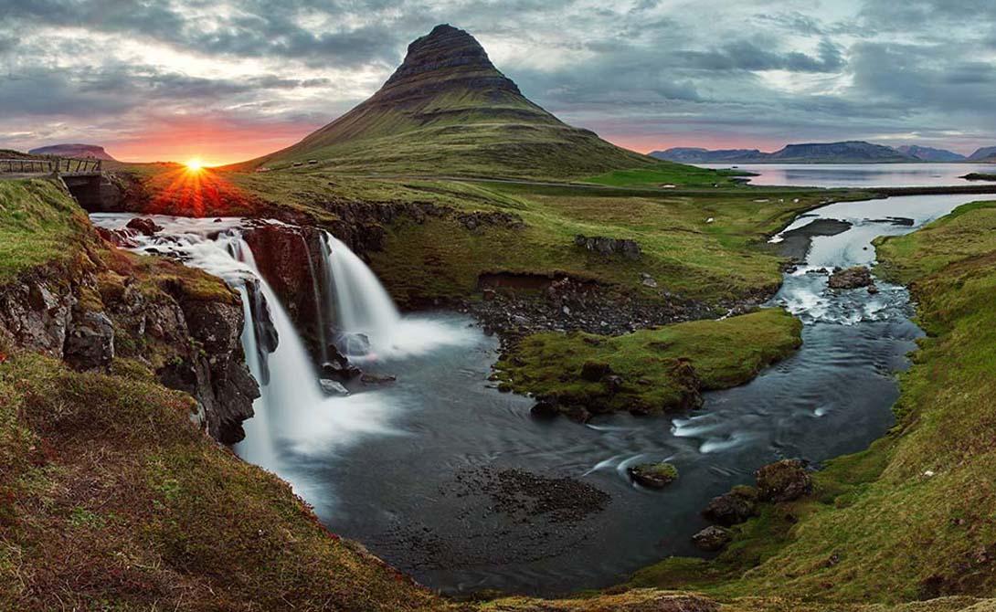 Исландия Это самая изолированная страна во всей Европе. К тому же, Исландию от материка отделяют сотни километров, то есть смертельные вирусы, зомби и ядерные осадки доберутся сюда не скоро.
