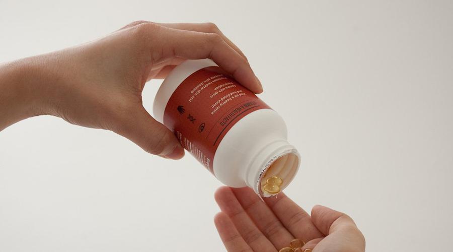 Витамин D Вердикт: нужен Витамин D отсутствует в большинстве повседневных продуктов. Это критически важный микроэлемент, способный укрепить кости. К тому же, именно он помогает телу усваивать кальций. Особенно важно включать терапевтический курс этого витамина в зимнее время, когда солнечного света на улице мало.