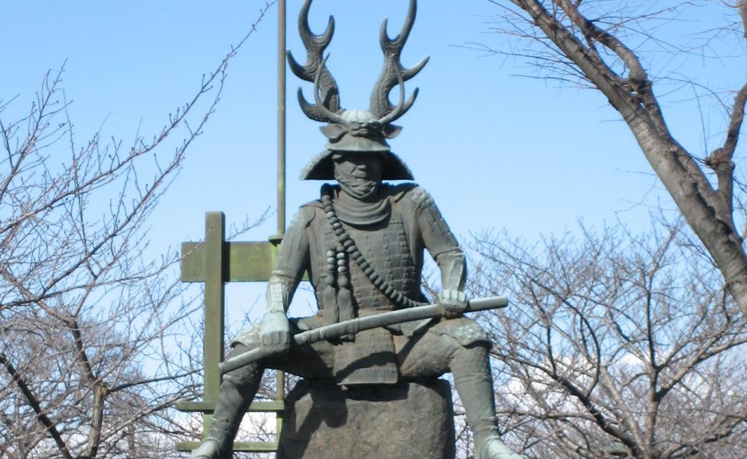 Хонда Тадакацу Его прозвали «воином, который одолел смерть». За свою жизнь Тадакацу принял участие в сотнях сражений и не потерпел поражения ни в одном из них. Любимым клинком Хонда было легендарное копье «Стрекоза», внушавшее страх противнику. Именно Тадакацу вел один из отрядов в решающей битве при Сэкигахара, что привело к новой эпохе в истории Японии.