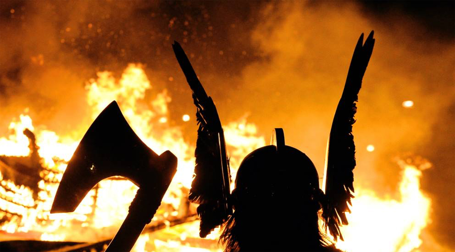 Викинги Грибы Широко известен тот факт, что перед битвой скандинавские берсеркеры накачивали себя «волшебными грибами». Мухоморы позволяли воину впасть в своеобразный транс. Не чувствуя боли, страха и жалости берсеркер мог в одиночку сражаться против превосходящих сил противника.