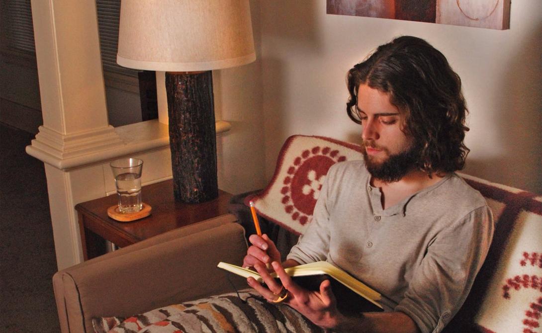 Тренируйте мозг Медитация может казаться вам странной религиозной практикой, но на самом деле это далеко не так. Лучше всего справляются с обязанностями те, кто способен очистить свой мозг от любых лишних мыслей и сосредоточиться на данном конкретном действии. Попробуйте медитировать с утра и посмотрите на эффект.