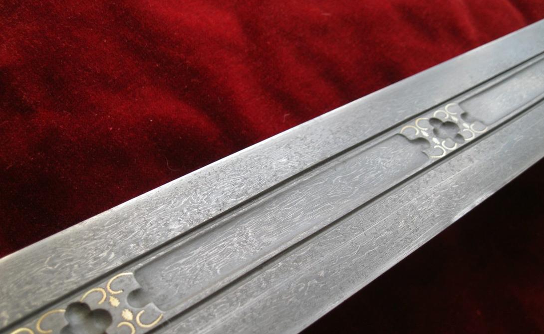 Для чего требовалось Но, вероятнее всего, оружие все-таки обладает серьезным историческим бэкграундом. Большинство историков считают, что меч скрытого ношения требовался для защиты от нескольких противников. Уруми никогда не был распространенным клинком, поскольку владеть им было очень сложно.
