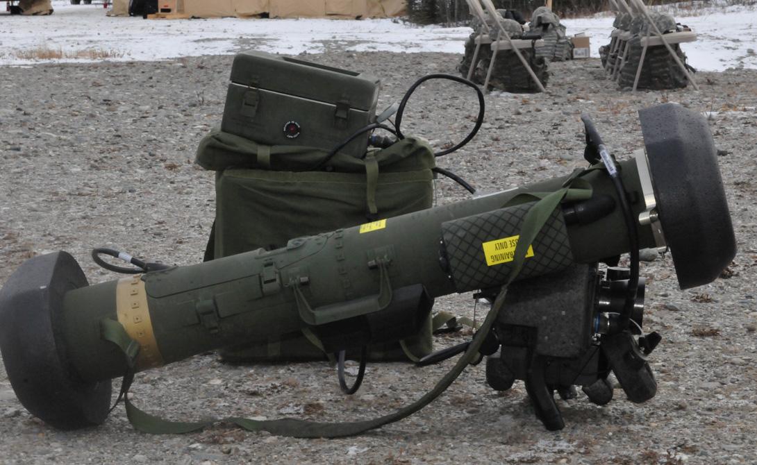 Тактико-технические характеристики Калибр ракеты: 127 мм Бронепробиваемость за динамической защитой: 700 мм Система наведения ракеты: самонаведение при помощи ИК ГСН Масса комплекса: 22.25 кг Максимальная дальность стрельбы: 2500 метров Максимальная скорость ракеты: 1044 км/час