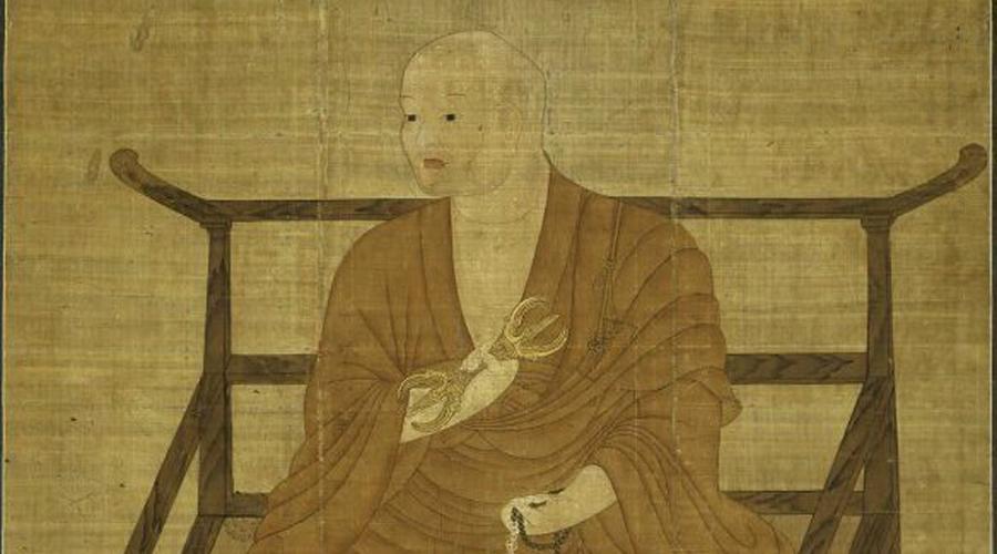 Основатель Эти монахи последовали примеру монаха девятого века. Кукай, посмертно известный как Кобо Дайси, основал эзотерическую школу буддизма Сингон в 806. В одиннадцатом веке появилась рукопись, где утверждалось, что Дайси не умер, а спустился в гробницу и вошел в состояние nyūjō — медитацию настолько глубокую, что человек погружается в анабиоз. В соответствии с этой агиографией Кукай планирует выйти из него примерно через 5670000 лет и покажет праведным буддистам путь в нирвану.
