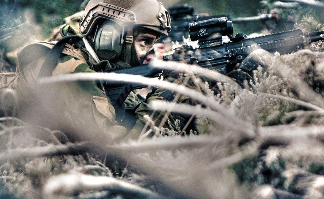 Королевская гвардия Норвегии Единственной обязанностью членов Его величества гвардии Короля (HMKG) является непосредственная охрана самого норвежского короля. В настоящее время функция отряда скорее декоративна, однако в прошлом HMKG считались одними из лучших бойцов Скандинавии. Свою квалификацию гвардейцам удалось подтвердить во время Второй мировой войны – тогда они помешали Вермахту захватить королевскую семью.