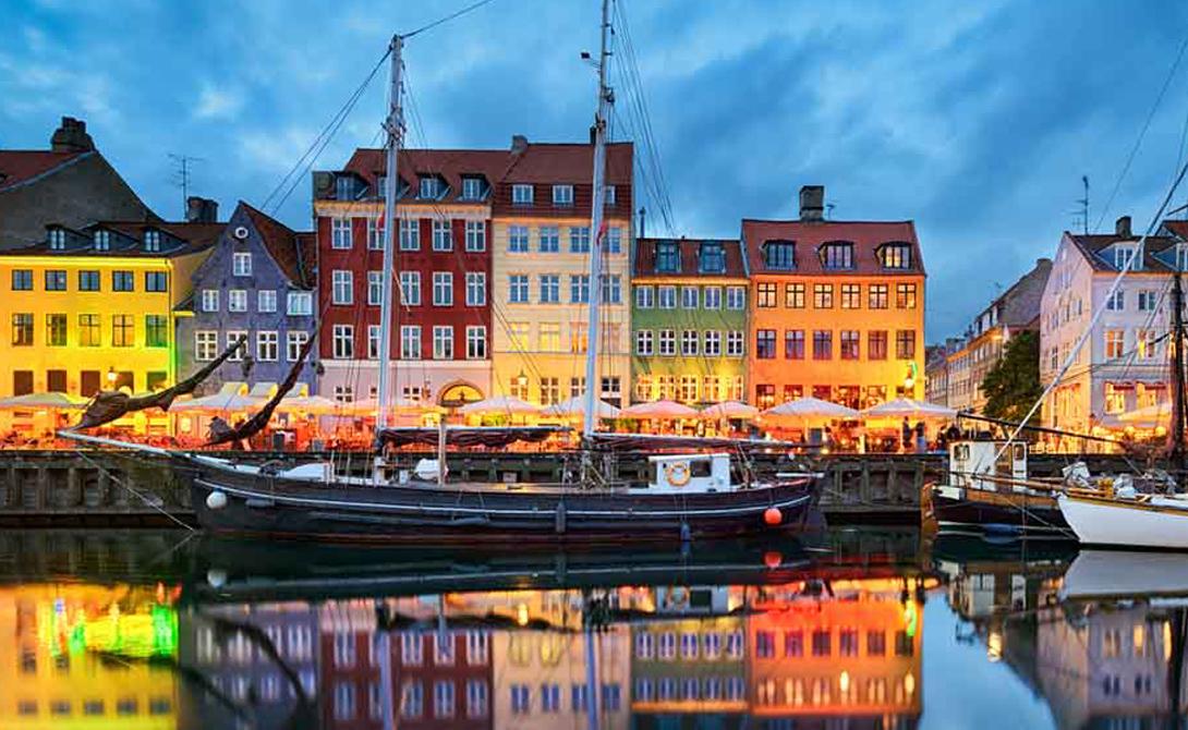 Дания Дания регулярно входит в число самых счастливых стран в мире, теперь же она признана и одной из самых безопасных. Самым серьезным конфликтом за много лет был территориальный спор с Канадой за право обладать необитаемым островом. Проблемы с преступностью? Практически никаких.