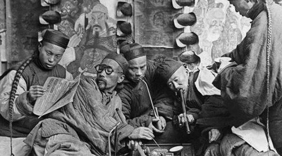 Опиумные войны Опиум Ко времени Первой опиумной войны Великобритания импортировала огромное количество опиума в Китай. Только в 1838 англичане продали полторы тонны этого вещества китайцам, так что в 1839 году 90% китайских солдат фактически были наркоманами.