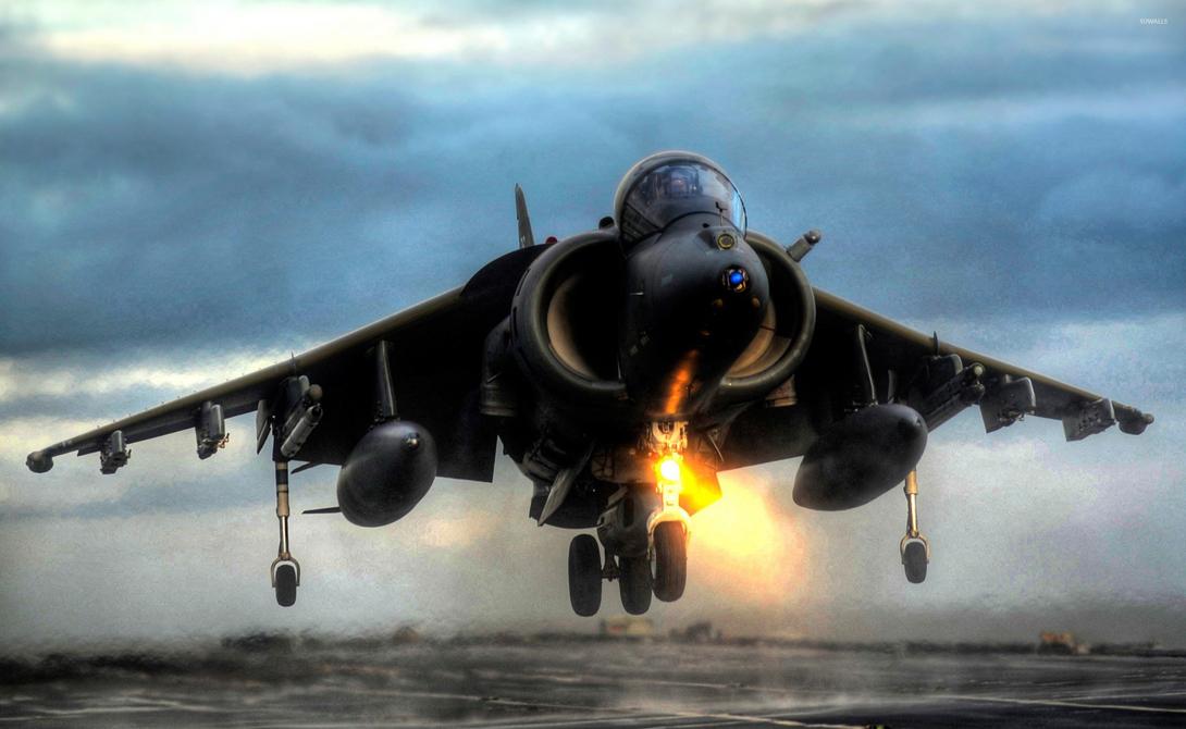 AV-8B Harrier II Классический штурмовик морской пехоты претерпел серьезную модификацию в 1993 году. Надежный и универсальный самолет с функцией вертикального взлета способен оказать существенное влияние на исход любого боя.