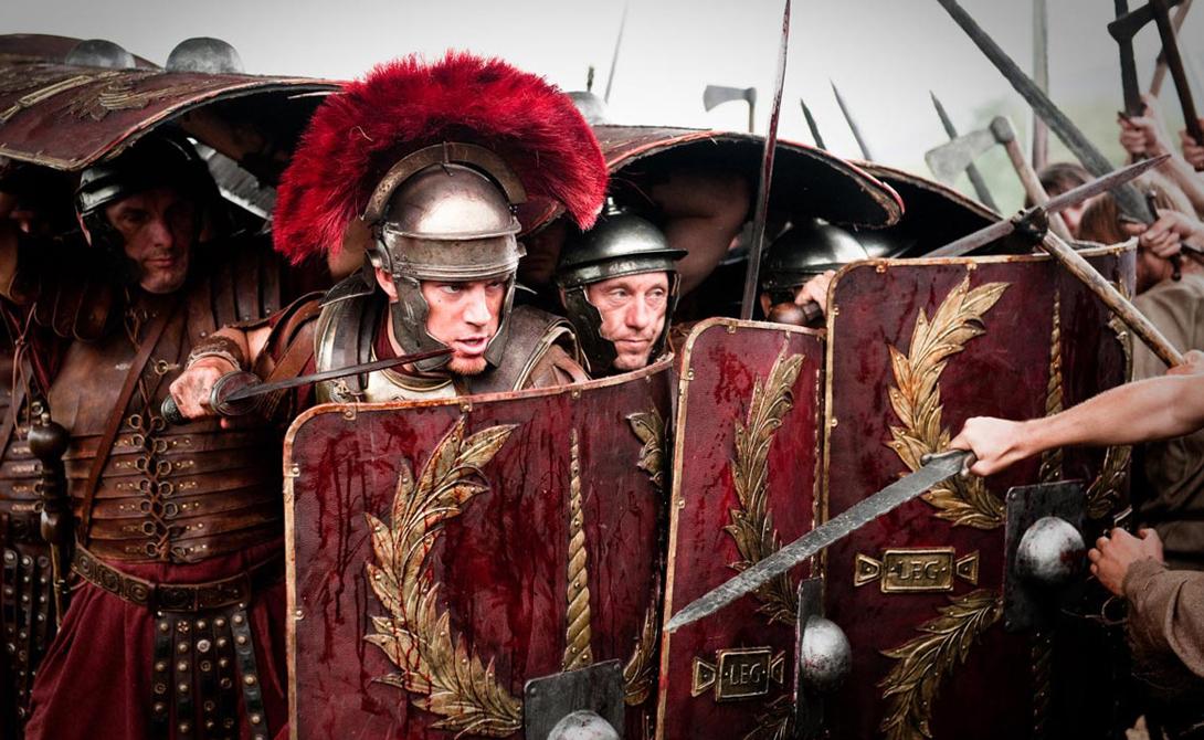 Римские легионеры Римлян можно назвать владыками меча и копья, и мастерское владение этим оружием приносило постоянные победы римской цивилизации. Конечно же, здесь мы также видим четкую военную структуру, суровую армейскую дисциплину и талантливых военачальников. Качество и количество оружия тоже играло свою роль в доминировании римлян.