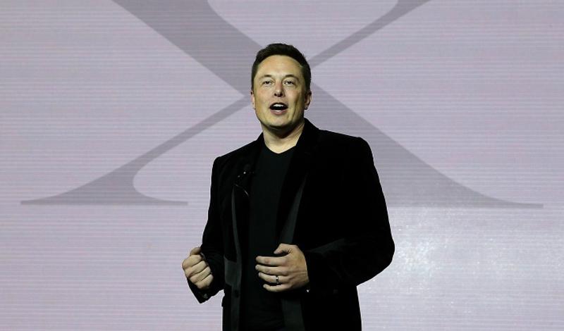 Элон Маск Всеми любимый Тони Старк из реальной жизни, Элон Маск имеет, на самом деле, довольно сумасшедшие идеи. Проект Hyperloop должен коммутировать Лос-Анджелес и Сан-Франциско скоростной трубой: представьте себе, как будет выглядеть такое путешествие со скоростью в несколько сотен километров в час? Кроме того, Маск также заинтересован в создании искусственного интеллекта. В декабре 2015 года он представил OpenAI, исследовательский центр по изучению и проектировке ИИ будущего. Уже сейчас Маск вложил в центр более миллиарда долларов, так что дело наверняка сдвинулось с мертвой точки.