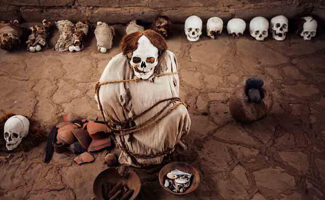 Кладбище Чаучилла Перу На этом древнем кладбище, расположенном в 30 километрах от города Наска, похоронены доиспанские мумифицированные человеческие останки. Исключительно сухой климат перуанской пустыни сохранил их удивительно хорошо: первые исследователи убегали, заметив обнаженные трупы в хлопковых одеяниях.