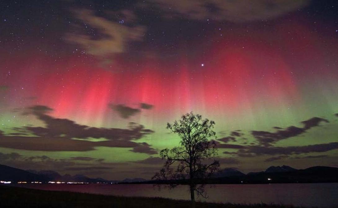 Полярные краски Вы наверняка слышали о полярном или северном сиянии. Такое зрелище драматически ослепительных красок, превращающих небо в настоящее полотно современного художника, случается за полярным кругом. Но знаете ли вы, что на свете существует и более удивительная штука: южное сияние, Aurora Australis?