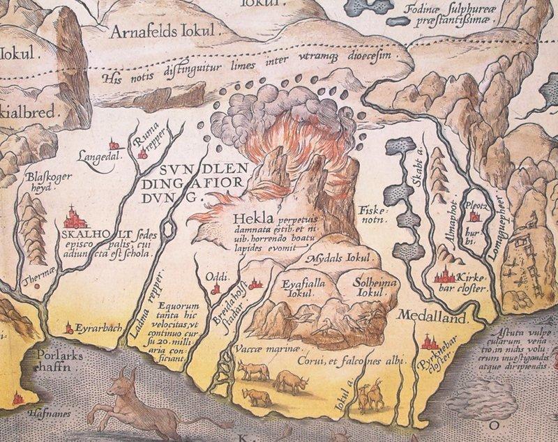 Гекла Исландия Стратовулкан, известный как Гекла, расположен далеко в южных горах Исландии. В средние века на это местечко наткнулись монахи-цистерианцы. В 1180 году монах Герберт де Клерво описал вулкан главой своей книги Liber De Miraculis. Другой монах, Бенедикт Висцерионский, считал, что именно сюда черти затащили душу Иуды. Местный фольклор до сих пор жив: если вы соберетесь прогуляться к вулкану в канун Пасхи, то вас обязательно отговорят: в это время здесь собираются ведьмы и колдуны.