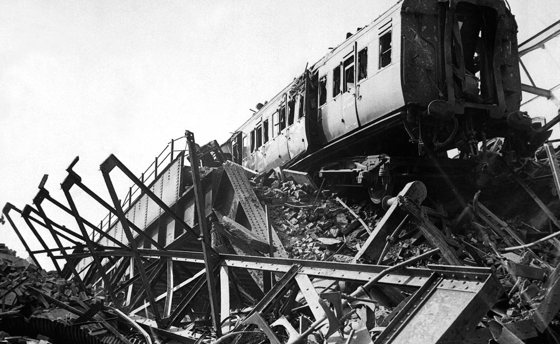 Конец мертвой железной дороги Вторая мировая война положила конец этой практике. В 1941 году немцы совершили крайне удачный воздушный налет. Бомбы, помимо других мест, попали и в станции «поезда-катафалка». Погибло более 1000 человек, а значительная часть железной дороги была разрушена.