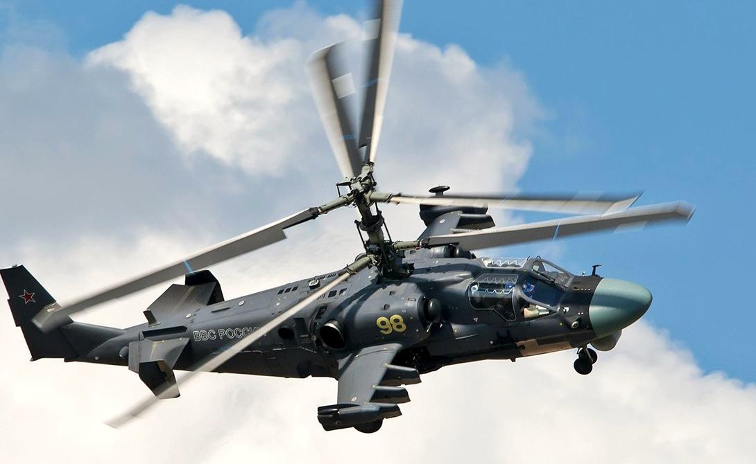 Ка-52 Россия Хищные обводы «Аллигатора» способны напугать даже опытных пилотов противника. Этот мощнейший вертолет, являющийся одним из самых быстрых и самых современных в мире, использует 30-мм пушки, противотанковые ракеты Игла-5 класса «воздух-воздух». Скоростьбронированного убийцы составляет 320 км/ч, что делает его весьма трудной целью. На вооружении «Ночного охотника» две 30-мм пушки и ракеты классов «воздух-воздух» и «воздух-земля».