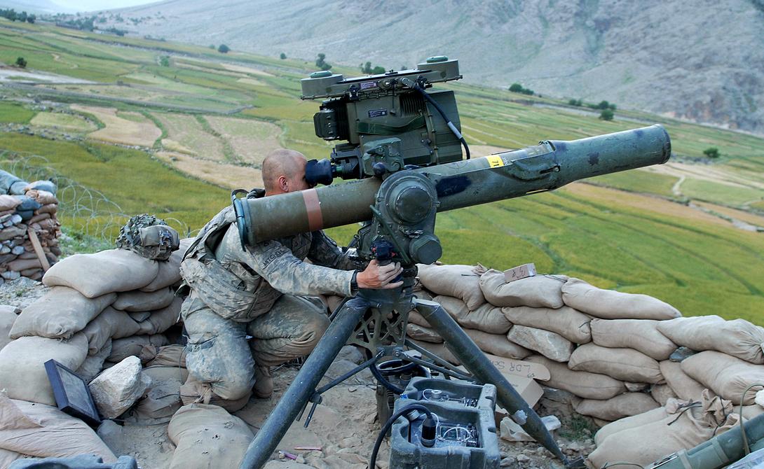 BGM-71 TOW Тяжелый противотанковый комплекс уже двадцать лет остается одним из самых распространенных ПТРК в мире. Ракета запускается с переносной пусковой установки, а также может запускаться с установки, расположенной на различных автомобилях. Именно «Тоу» активно используют сейчас повстанцы в боях на территории Сирии.