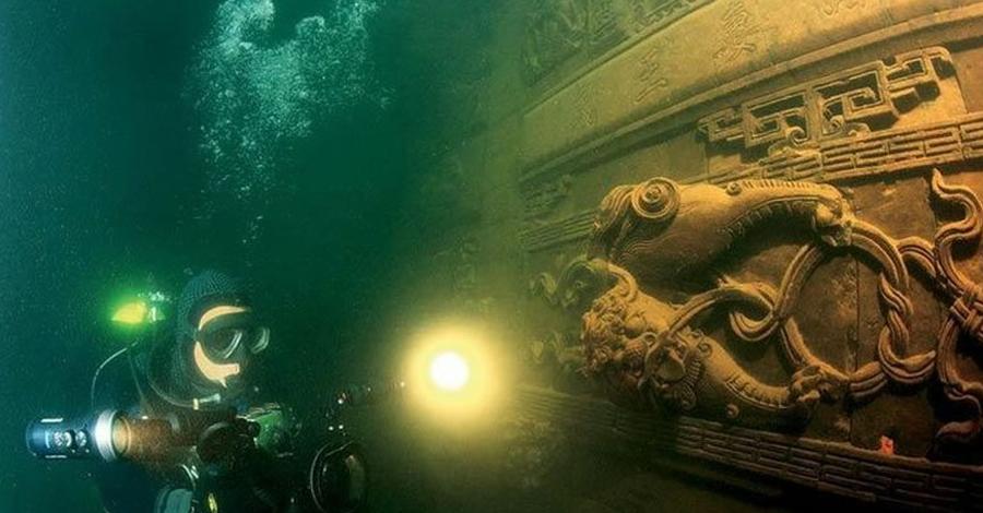 Дварака Согласно индуистской мифологии, Дварака была столицей родного племени самого Кришны, ядавов. По легенде город затонул на седьмой день после гибели Кришны. В 1982 году выяснилось, что город существовал на самом деле — его открыл доктор археологии С. Р. Рао.