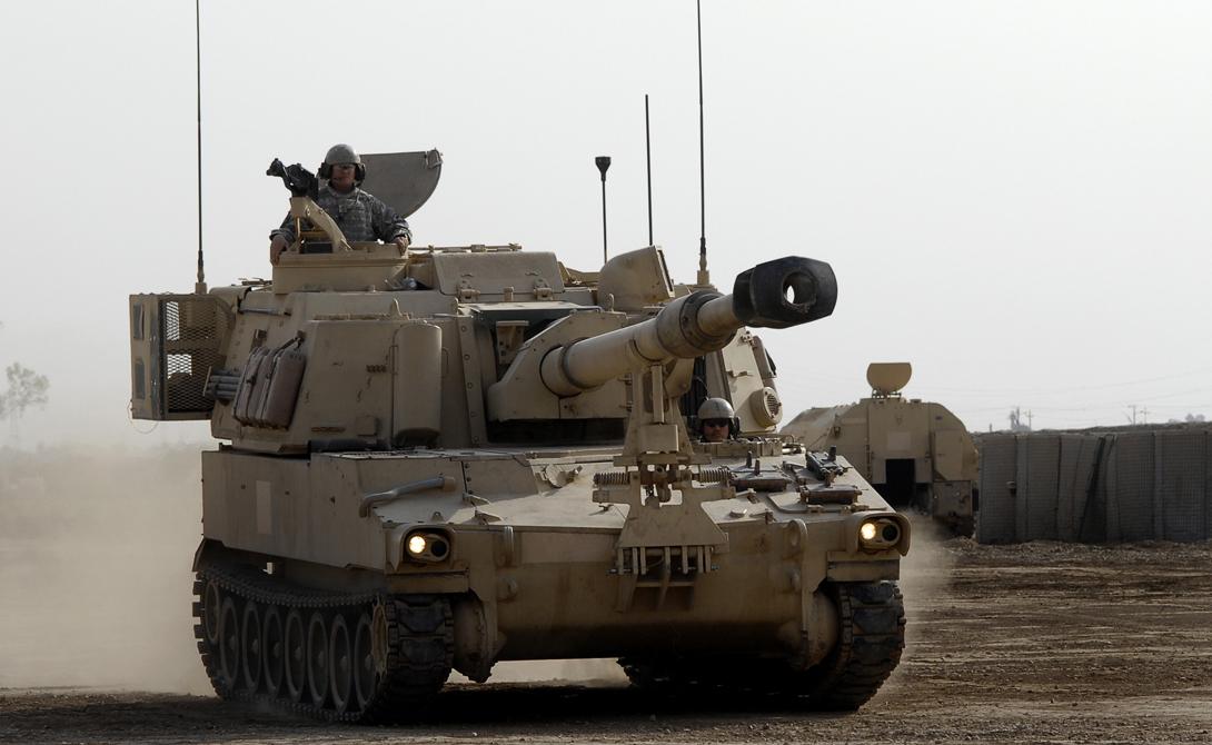 M-109A6 Paladin Самоходная артиллерийская установка, способная в одиночку повернуть ход сражения. «Паладин» вооружен гаубицей М126 калибром 155 миллиметров и пулеметом М2НВ калибром 12,7 миллиметров.