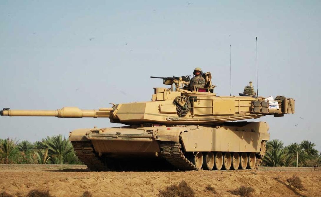 Танк Abrams SEP V3 Речь идет о глубокой модификации основного танка США, знаменитого Abrams. Облегченная конструкция, обновленный боекомплект (подкалиберный бронебойный снаряд М829Е4), система управления огнем и дистанционно управляемый пулеметный модуль: эксперты считают, что эта машина будет способна составить достойную конкуренцию практически любому существующему аналогу. Abrams SEP V3 поступит в американскую армию уже в конце 2016 года.