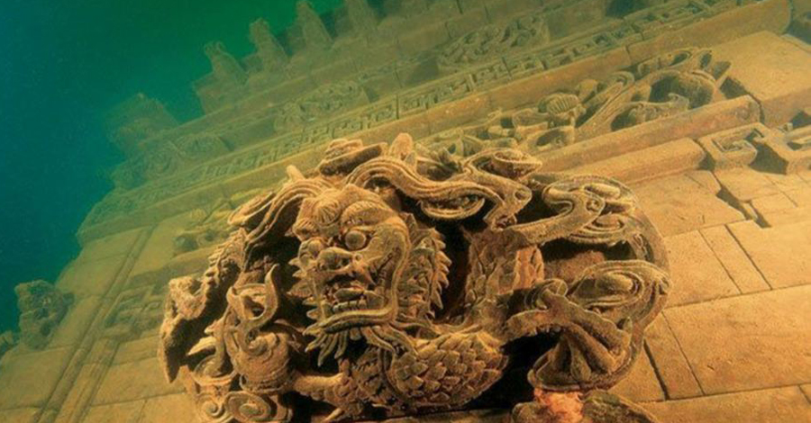 Суйань При постройке очередной гидроэлектростанции муниципалитет китайской провинции Чжэцзян распорядился затопить обширные территории, на которых сохранялись останки двух древних городов. Возраст Суйаня археологи определяют в 1800 лет. Архитектура периода династий Мин и Цин поразительно хорошо сохранилась под водой. Сейчас сюда съезжаются дайверы со всего мира, в шутку называющие Суйянь туристическим маршрутом «не для всех».
