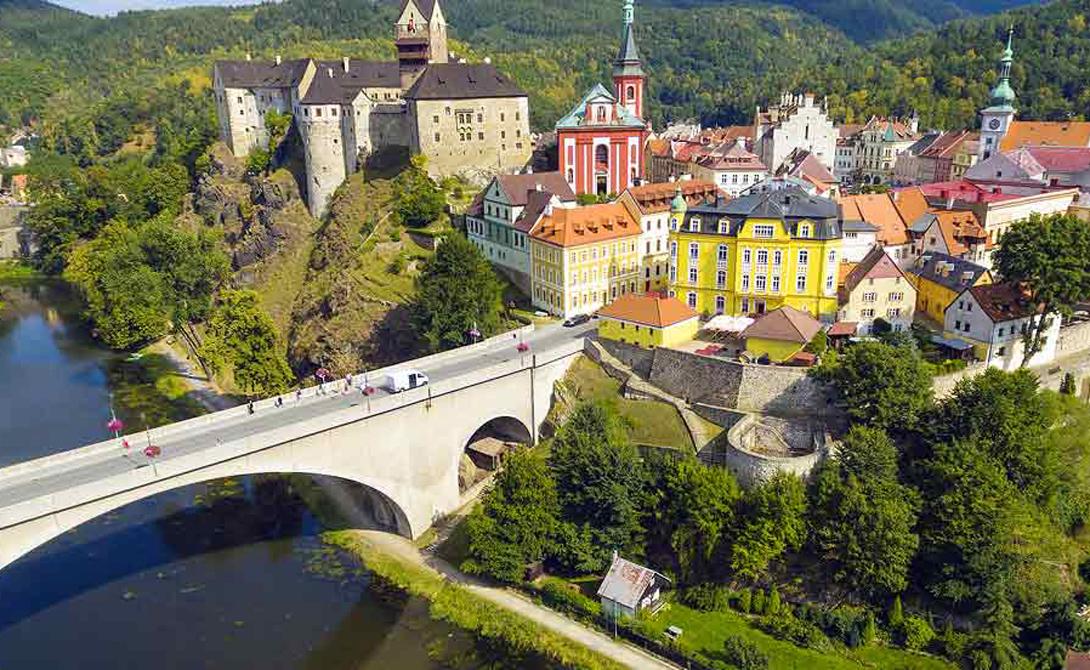Чехия Чехия медленно, но верно становится все более привлекательной для жизни. Обилие туристов подразумевает оперативную работу полиции и спецслужб: преступлений здесь совершается сравнительно немного и процент раскрытия очень велик.