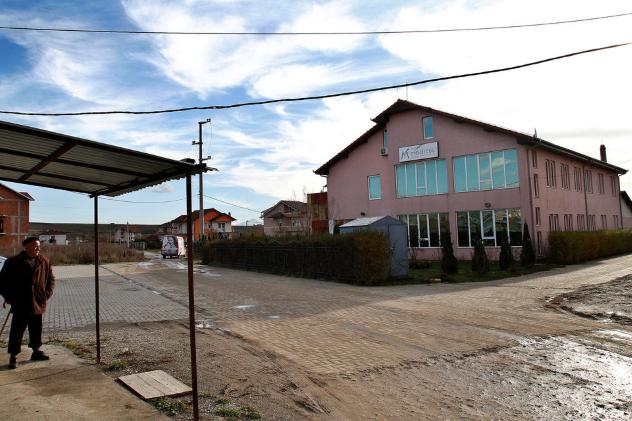 Клиника Медикус Косово В 2008 году была раскрыта группировка торговцев из Сербии, которые заманивали жертв в подконтрольную клинику, изымали органы и выставляли несчастных за порог. Несмотря на то, что вся ситуация властям известна, она вряд ли изменится. В 2010 году Совет Европы опубликовал доклад, в котором утверждается, что премьер-министр Косово управлял мафиозной организацией, занимающейся поставками героина, оружия, а также контролем черного рынка человеческих органов. Хашима Тачи, естественно, все претензии отвергает.