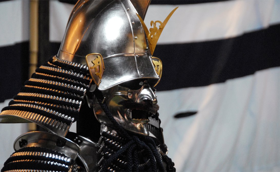 Уэсуги Кэнсин Кэнсин, он же дракон Эчиго,был свирепым воином и лидером клана Нагао. Он был известен соперничеством с Такеда Сингена, поддерживал военную кампанию Ода Нобунага. Кэнсин считался не только храбрым бойцом, но и непревзойденным командиром.