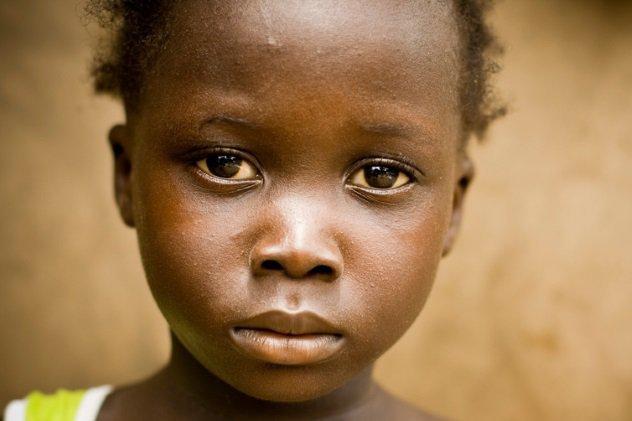 Британский Киднеппинг Великобритания В 2013 году британские власти в очередном из рейдов спасли сомалийскую девочку. Как оказалось впоследствии, ее нелегально провезли в страну с единственной целью: разобрать на органы. Дальнейшее расследование показало, что нелегальной торговлей органами вплотную занялись почуявшие прибыль наркоторговцы. Дети из Вьетнама, Китая, Нигерии, Румынии и Бангладеша привозятся в Англию в качестве секс-рабов, а после «окончания срока годности» распродаются на органы.