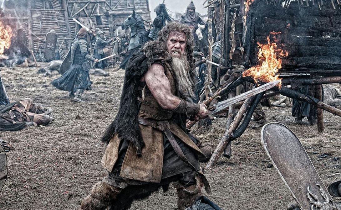 К северу от Альп Первыми из «варварских» племен римляне повстречали кельтов. Они еще не знали, что большую часть европейской территории к северу от Альп занимают целых три очень многочисленных народа: славяне, кельты и германцы. Презрительное отношение к диким племенам чуть не привели великую империю к печальному и преждевременному концу — необразованные варвары-галлы сумели завоевать чуть ли ни весь Рим, кроме Капитолия.