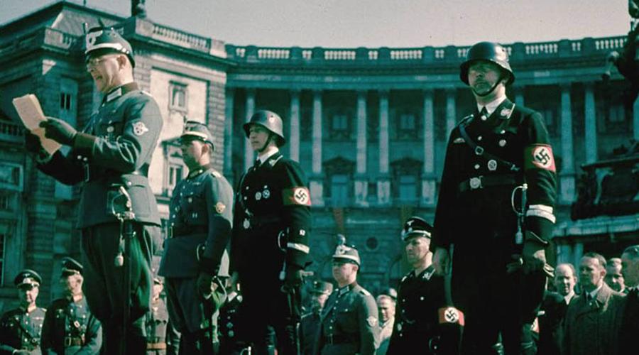 Экспедиция Третьего рейха Одержимость Гитлера оккультизмом была известна всему миру. На поиски «магических» предметов отправлялись тайные экспедиции: фюрер мечтал о волшебном оружии, способном сокрушить всех врагов одним махом. Естественно, погоня за Шамбалой стала для него идеей фикс. Германия отправила в Тибет несколько экспедиций, некоторые из которых вернулись на родину с багажем драгоценных знаний. В 1938 году очередную партию альпинистов возглавил штурмбаннфюрер СС Эрнест Шеффер. Ему улыбнулась невиданная удача: в одном из монастырей обнаружилась рукопись XIV века, озаглавленная «Дорога Шамбалы».