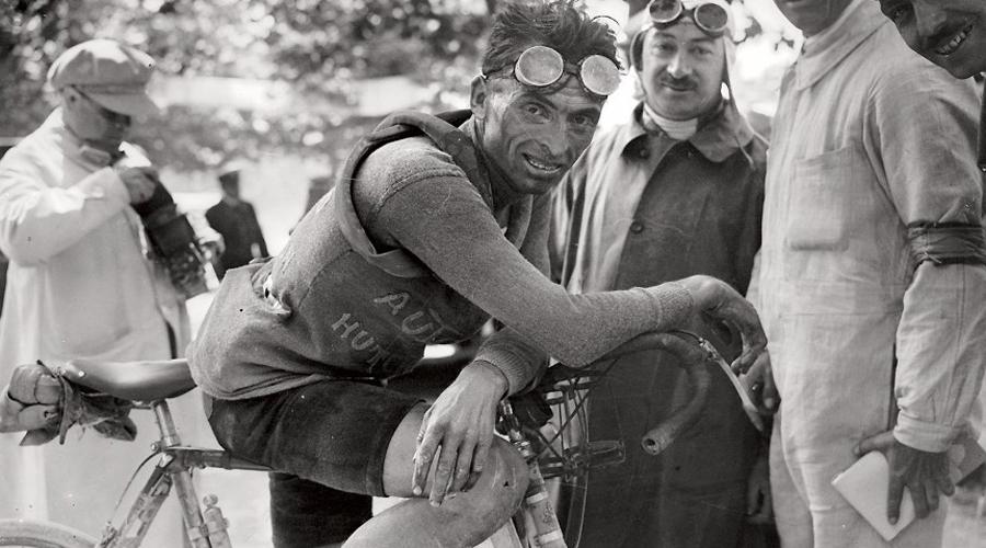 Последний заезд чемпиона Расследование гибели Оттавио Боттеккьи долгое время не сходило с первых полос европейских газет. Двукратный победитель Тур де Франс был найден мертвым неподалеку от Джермоны. По заверениям родственников, утром Боттеккьи отправился на свою обычную велотренировку. Тело Оттавио обнаружили у самого леса на тропинке, ведущей в чащу. Полиция выдвигала самые разные версии произошедшего, вплотьдо мафиозных разборок. Наиболее вероятной считается версия нападения дикого медведя, проломившего череп неосторожному велогонщику.