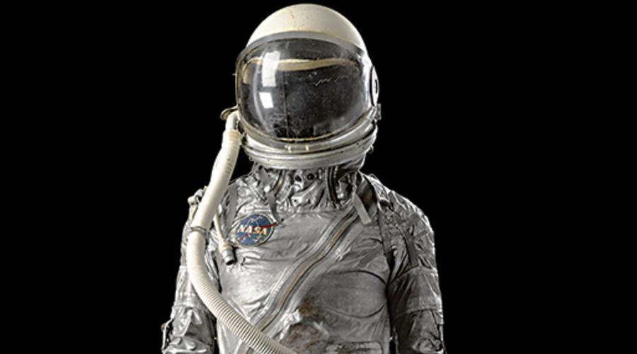 Мочевой пузырь На Земле гравитация помогает нам чувствовать, когда пора навестить туалет. В космосе же гравитация нулевая, а значит вы понимаете необходимость только в самый последний момент. Сегодня космонавты вынуждены пользоваться специальными подгузниками, чтобы жидкость не попала на приборы внутри скафандра. Покорители вселенной в подгузниках, очень смешно.