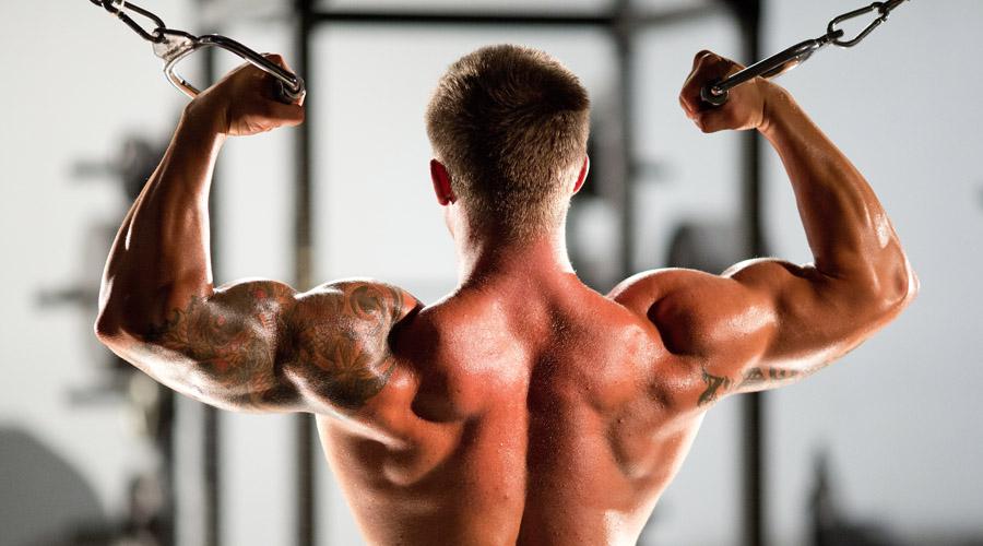 Интервальные тренировки HIIT (высокоинтервальный тренинг) действительно сжигает очень много калорий в короткий промежуток времени. Но вот ежедневные тренировки в таком ритме на пользу человеку не идут: подвергаясь такой серьезной нагрузке в столь сжатые сроки, мышцы просто не успевают восстанавливаться, что приводит к многочисленным травмам. Между двумя тренировками HIIT должно проходить не менее 48 часов.