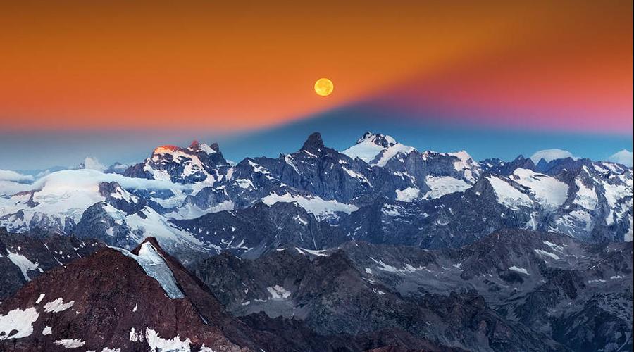 Хранимая долина Китайский философ и путешественник Лаодзин оставил наследникам трактат, описывающий жизнь некой «Хранимой долины», расположенной также за Гималаями. Рассказ Лаодзина довольно точно описывает несколько тибетских деревень, пройденных путешественником на пути к долине. Этот факт придает словам китайского теософа некоторую весомость: он действительно был в Тибете и на самом деле предпринял несколько горных экспедиций. При этом китайский философ полностью солидарен с тибетскими буддистами: найти Шамбалу может лишь тот, кто идет Путем просветления.