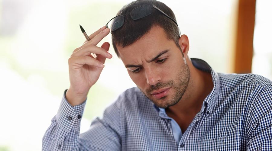 Что именно делать Простейший режим тренировок с поднятием тяжестей подходит как нельзя лучше. Такого рода подготовка увеличивает когнитивные способности человека, а также снижает количество гормона стресса, кортизола. Как выяснили ученые, этот же гормон несет ответственность за снижение мозговой активности. Проще говоря, тренировки помогают вам сбросить лишний стресс, это разгружает мозг, мозг радуется и использует освободившееся от переживаний место по назначению: забивает его новыми знаниями.