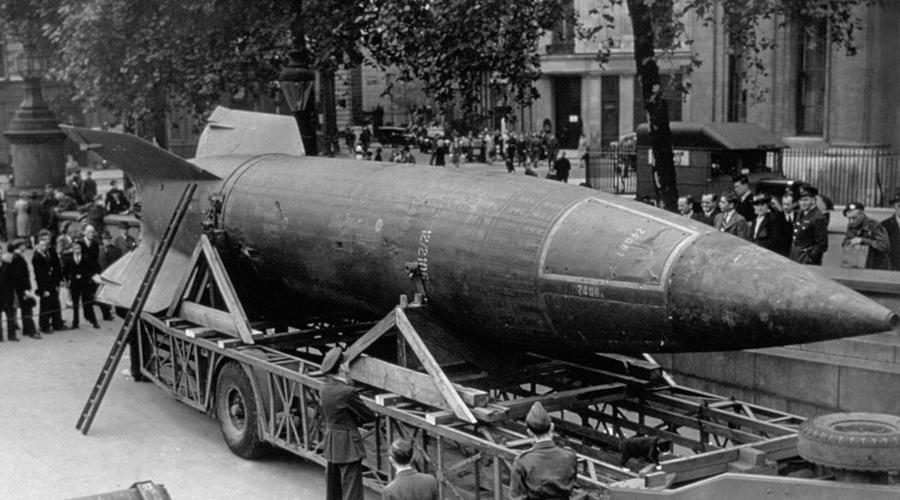 Фау-2 За несколько лет поддерживаемая в самых верхах организация превратилась в гигантскую бюрократическую машину, через которую проходила почти вся работа Третьего рейха. Одна из шестерней этого бездушного монстра подразделение «Наследие предков» вплотную занималось разработкой «оружия возмездия». Если бы эсэсовцы закончили свою Фау-2 шестью месяцами ранее, то вполне могли бы задержать наступление Красной Армии на длительное время.