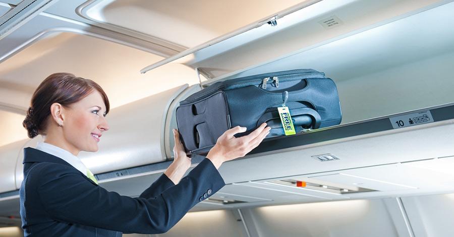 Багаж Один из самых печальных моментов— это отсутствие бесплатной нормы провоза багажа. Если вы хотите взять что-либо весомее маленького рюкзака, то вам придется доплатить в среднем 2000 рублей за одно место. Это ограничение не касается только пассажиров «Аэрофлота», однако и билеты обойдутся значительно дороже других авиаперевозчиков. К бесплатной перевозке разрешена только ручная кладь весом не более 10 килограмм, но в салон можно взять далеко не все, что может понадобиться в путешествии.
