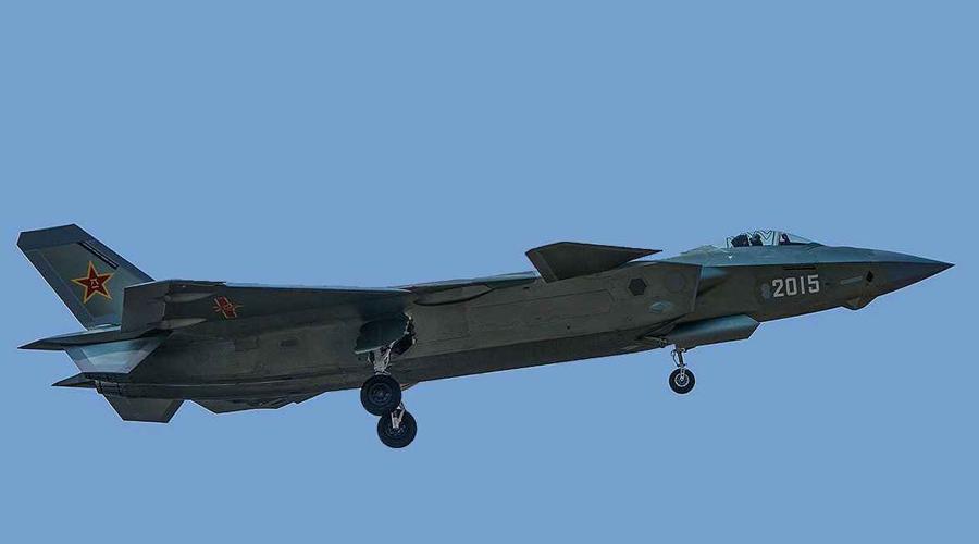 Оптика Как и американский F-35, опытные образцы J-20 оснащены электрооптической системой наведения, установленной под носом. Это, по всей видимости, проект EOTS, выпущеный под патронажем Beijing A-Star Science and Technology. Эксперты всего мира прекрасно понимают, что истребителю, нацеленному на завоевания тактического превосходства в воздухе, такой датчик просто не нужен.