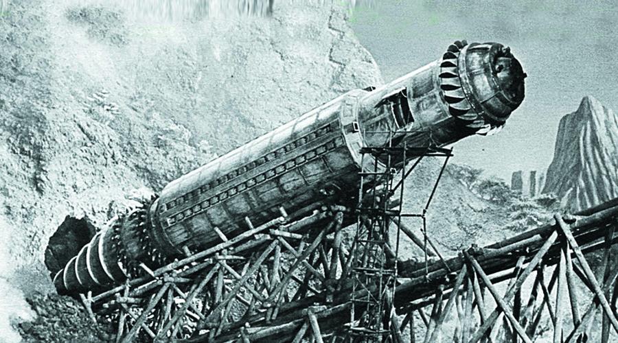 Змей Мидгарда Специалисты Аненербе с типично немецкой практичностью приступали к разработке проектов настолько фантастических, что ученый любой другой национальности даже не воспринял бы их всерьез. Может, потому инженеры нацистской Германии и смогли обеспечить стране техническое превосходство, просто выполняя приказ. В конце Второй мировой войны специальный отдел «М» провел успешные испытания опытного образца подземно-подводного боевого средства Midgard-Schlange. «Змей Мидгарда» предполагалось использовать для атак на британские порты.